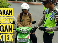 Foto Polisi Menilang Ini Viral di Instagram, Netizen Geleng Kepala Lihat Pelat Nomor Pengendara