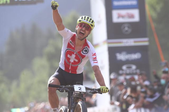 Nino Schurter é campeão mundial de mountain bike cross-country XCO pela nona vez - Foto: Val di Sole Bike Land