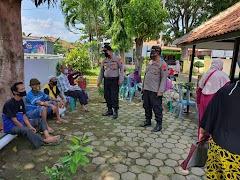 Kapolsek Batang Kota Bersama Anggota Melaksanakan Pengamanan Dan Pembagian BST