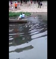 QUẢ NÀY THÌ CH.Ế.T VÌ THỐI...??  Thanh niên đi ăn trộm bị người dân đuổi liền nhảy xuống sông Tô Lịch...