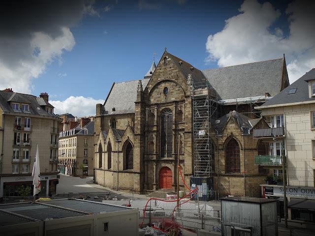 Et l'Église Saint-Germain dans toute sa splendeur... et qui demeure impassible ! - 1er Mai 2020 - Photo Erwan Corre