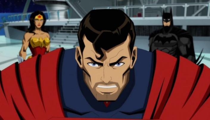 Imagem: imagem oficial da animação de Injustice em que vemos o Superman com uma barba por fazer, os cabelos pretos, no seu uniforme azul e uma capa vermelha, ao lado, a Mulher-Maravilha com seu uniforme vermelho e com um bustiê em formato de águia dourada e uma tiara, e o Batman, com seu uniforme preto com um capuz de morcego, estão em um tipo de sala de reuniões.