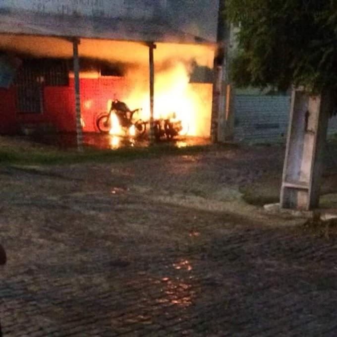 Veículos foram incendiados em Santana do Matos na madrugada desse sábado, 10