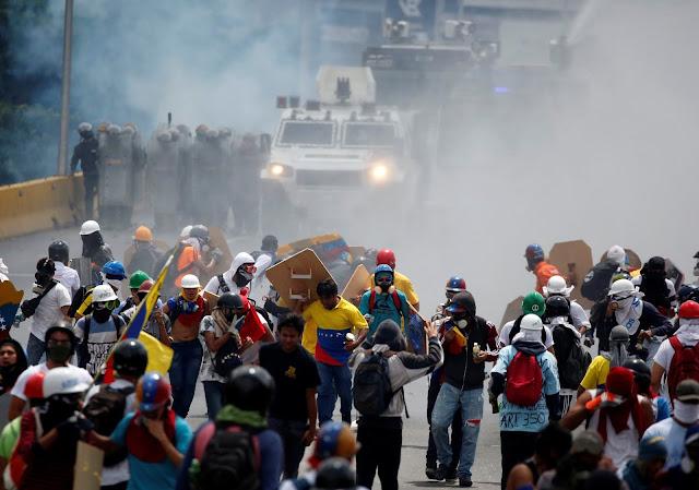 Congresistas de Chile y Perú coinciden en que la crisis en Venezuela pone en peligro la democracia