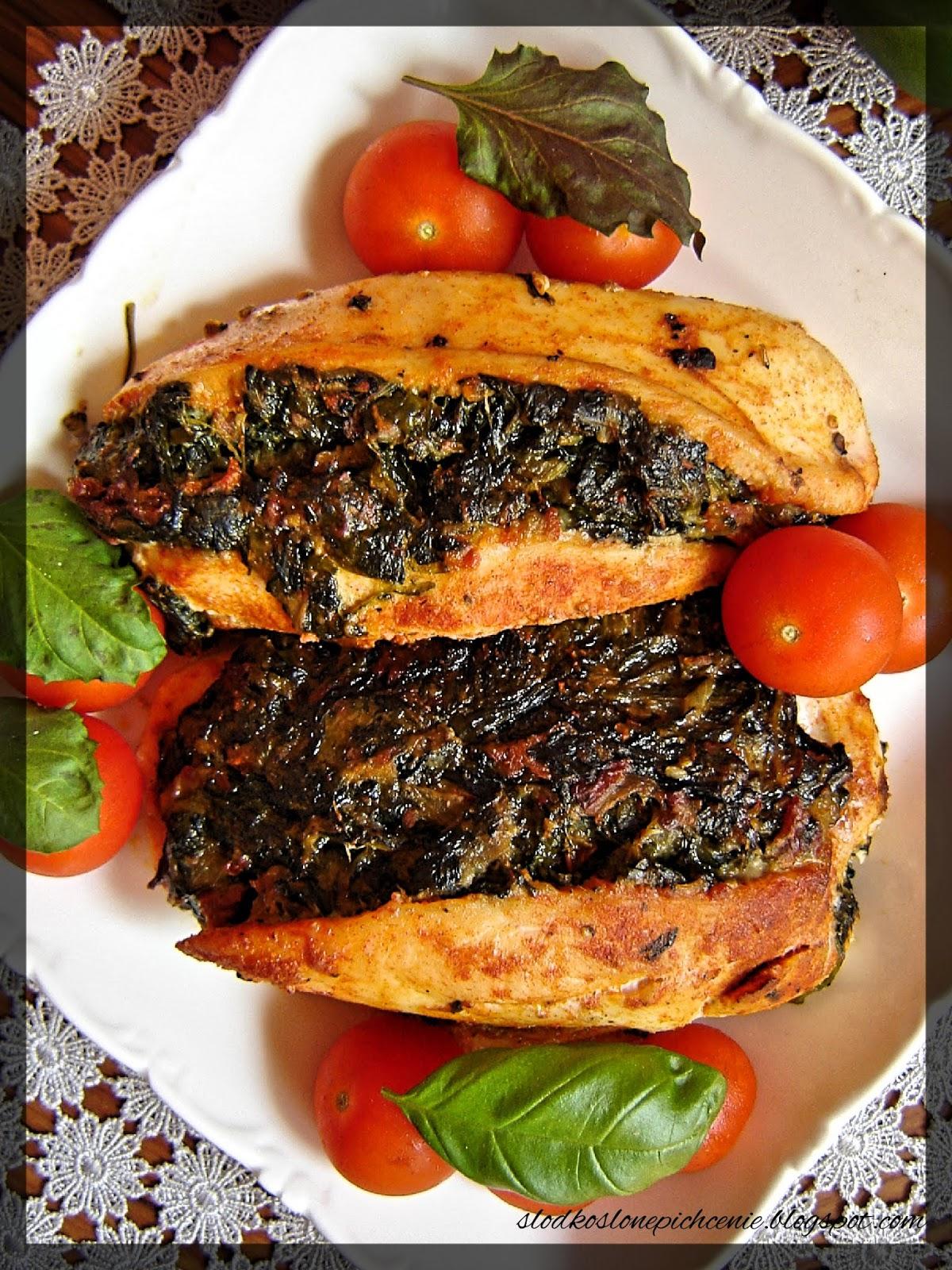 Piersi z kurczaka faszerowane szpinakiem i suszonymi pomidorami