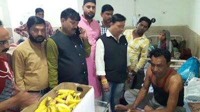 नेकी : दीपावली पर मरीजों के बीच सद्भावना समिति ने जिला अस्पताल में बांटे फल   Guna News