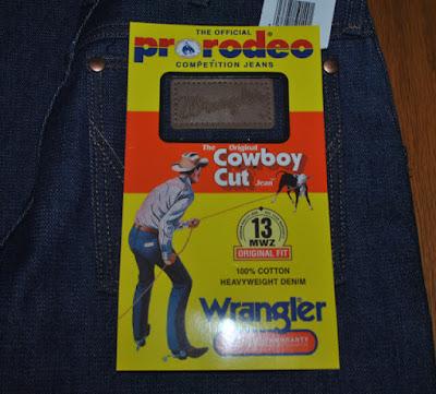 現行Wrangler 13MWZのフラッシャー。Prorodeoの公認ジーンズ、カウボーイカットなどの表記がある。