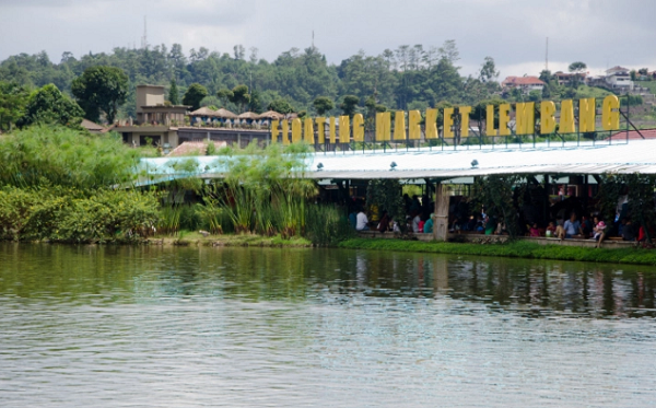 Wisata Keluarga di Lembang floating market