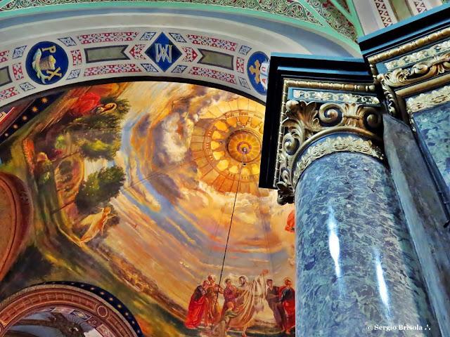 Fotocomposição mostrando o interior da Paróquia Nossa Senhora da Consolação - São Paulo
