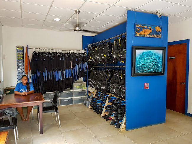 Interior del local Deep Blue Diving en playas del Coco