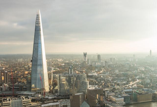 Птичьего полета из Лондона с осколок небоскреб