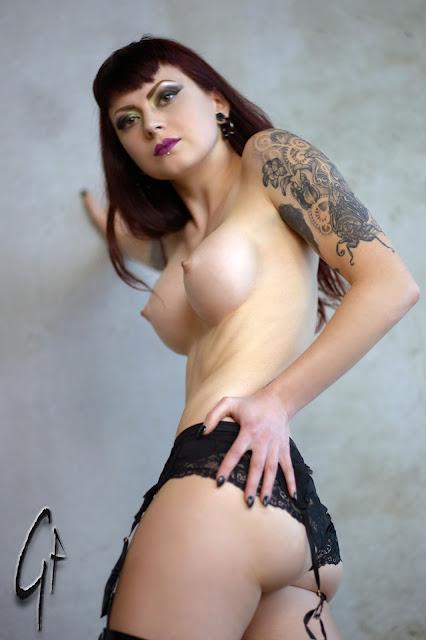 www.mistressultraviolet.com