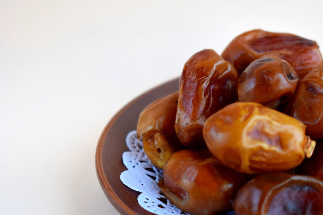 Dates : Health benefits of dates, nutritional facts and calories, medicinal uses of dates.