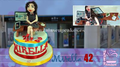 tarta personalizada de fondant modelado cumpleaños caixa caixabank banco oficina 42 años Laia's Cupcakes Puerto Sagunto