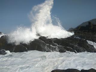 ombak pantai wediombo