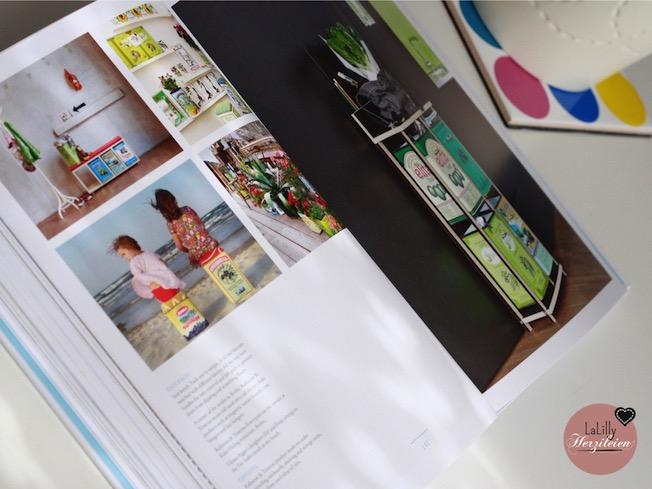 Upcyclist zeigt eine unglaubliche Bandbreite an Werken aus den Bereichen Interior, Möbel und Beleuchtung, die durch das Upcycling verschiedener Materialien entstanden und wirkungsvoll in Szene gesetzt wurden. Dieses Buch ist ein Erlebnis, das den Gedanken des Upcyclings perfekt in Bildern bannt. Die vollständige Rezension kannst du auf meinem Blog lesen.