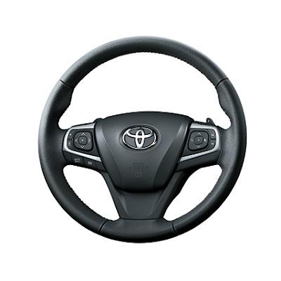 Vô lăng 3 chấu thể thao của Toyota Camry 2015 2.5Q