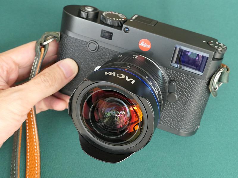 Объектив Laowa 9mm f/5.6 с камерой Leica