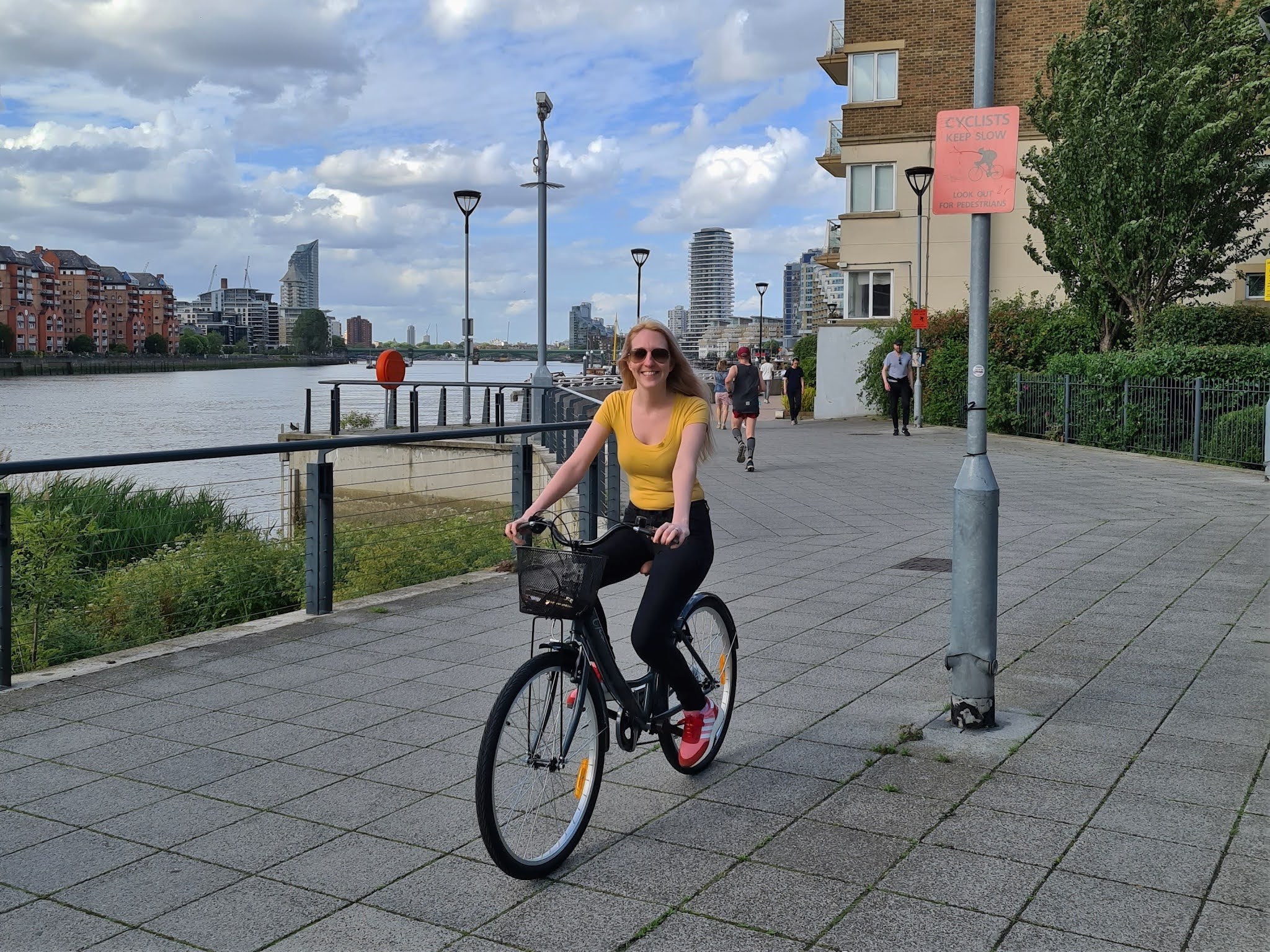 Thames cycle path, London