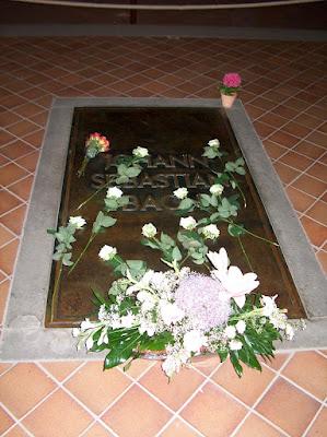 Ο τάφος του Μπαχ στον Αγ. Θωμά της Λειψίας.