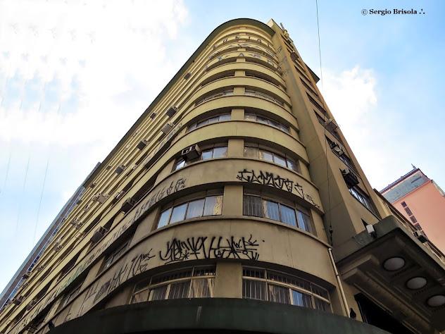 Perspectiva inferior da fachada do Prédio Alvares Penteado - Centro - São Paulo