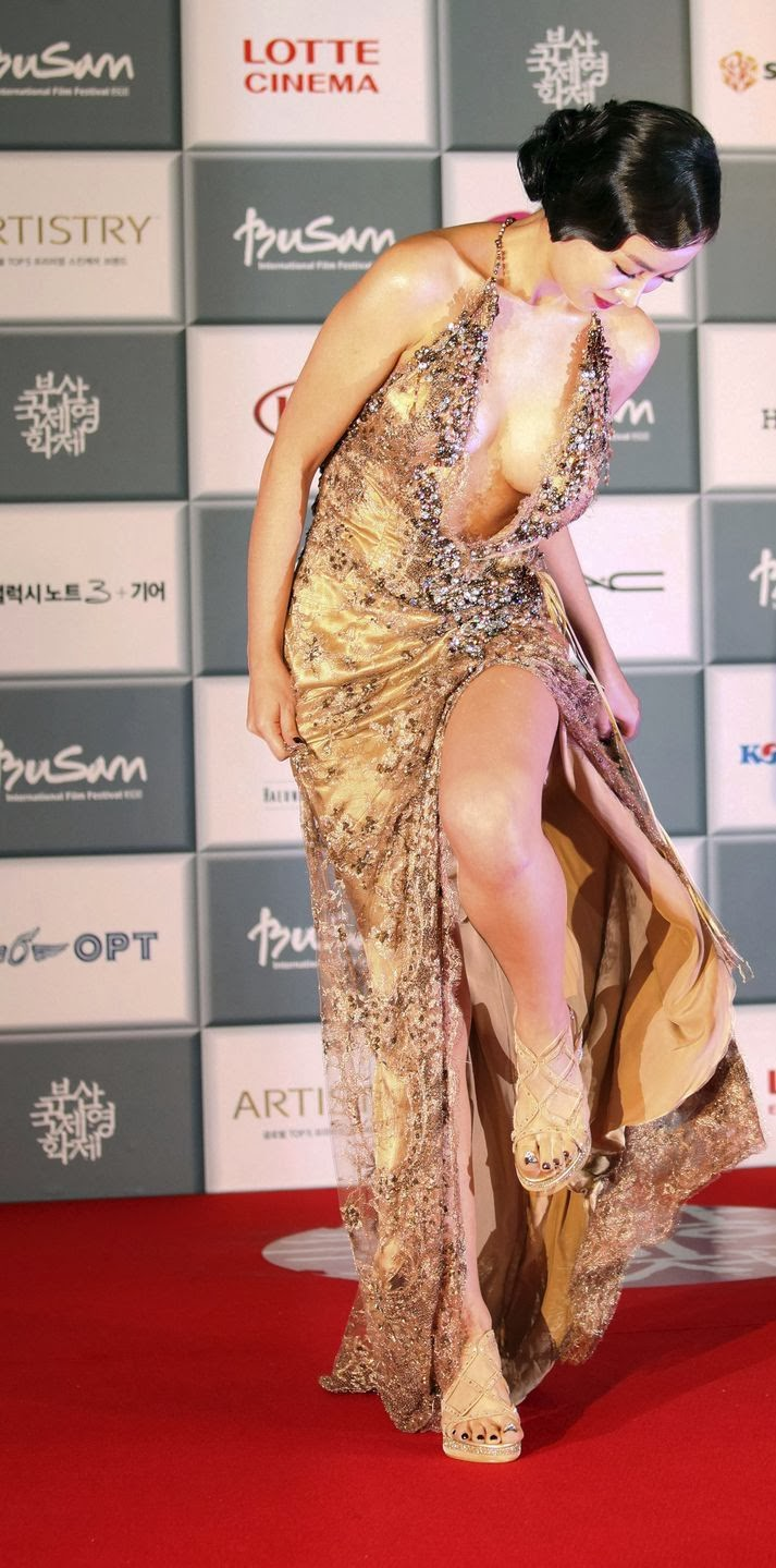 18th Annual Busan Film Festival eye-popping distraction, Han Soo-ah in a gold tone dress (most talked about dresses of the event).