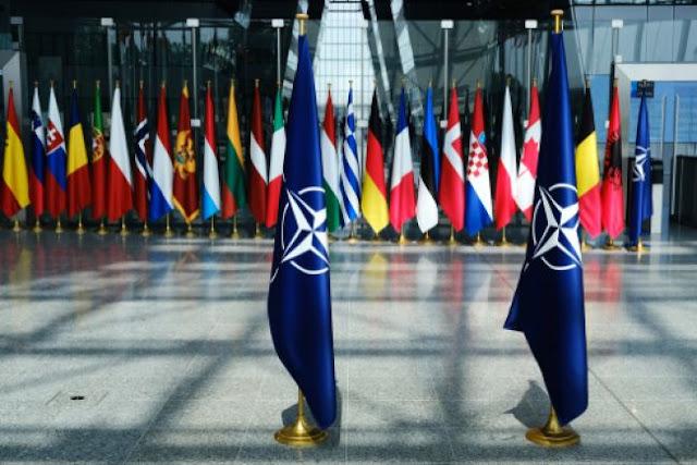 Σύγκρουση κορυφής με φόντο το ΝΑΤΟ
