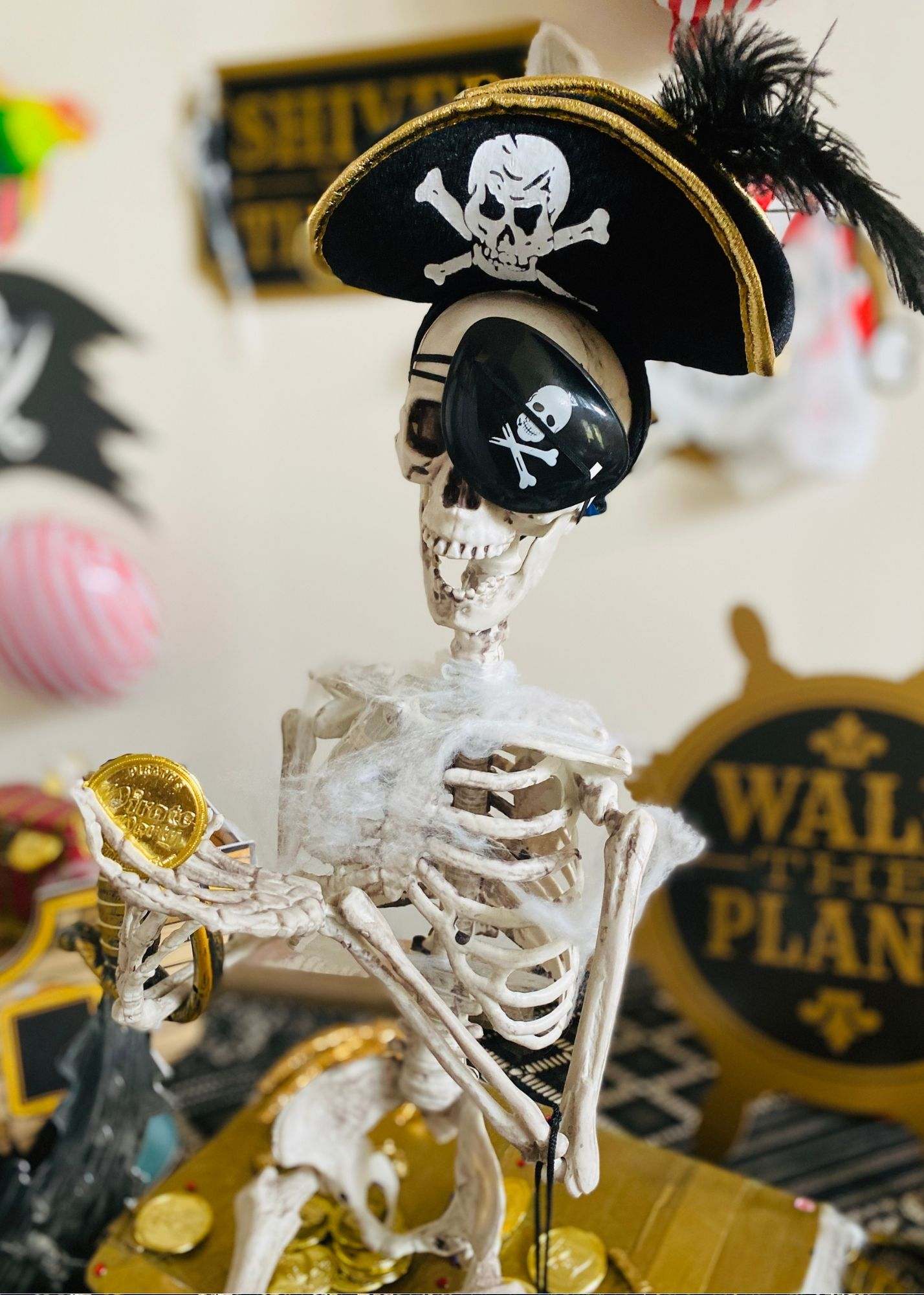 Skeleton in pirate outfit