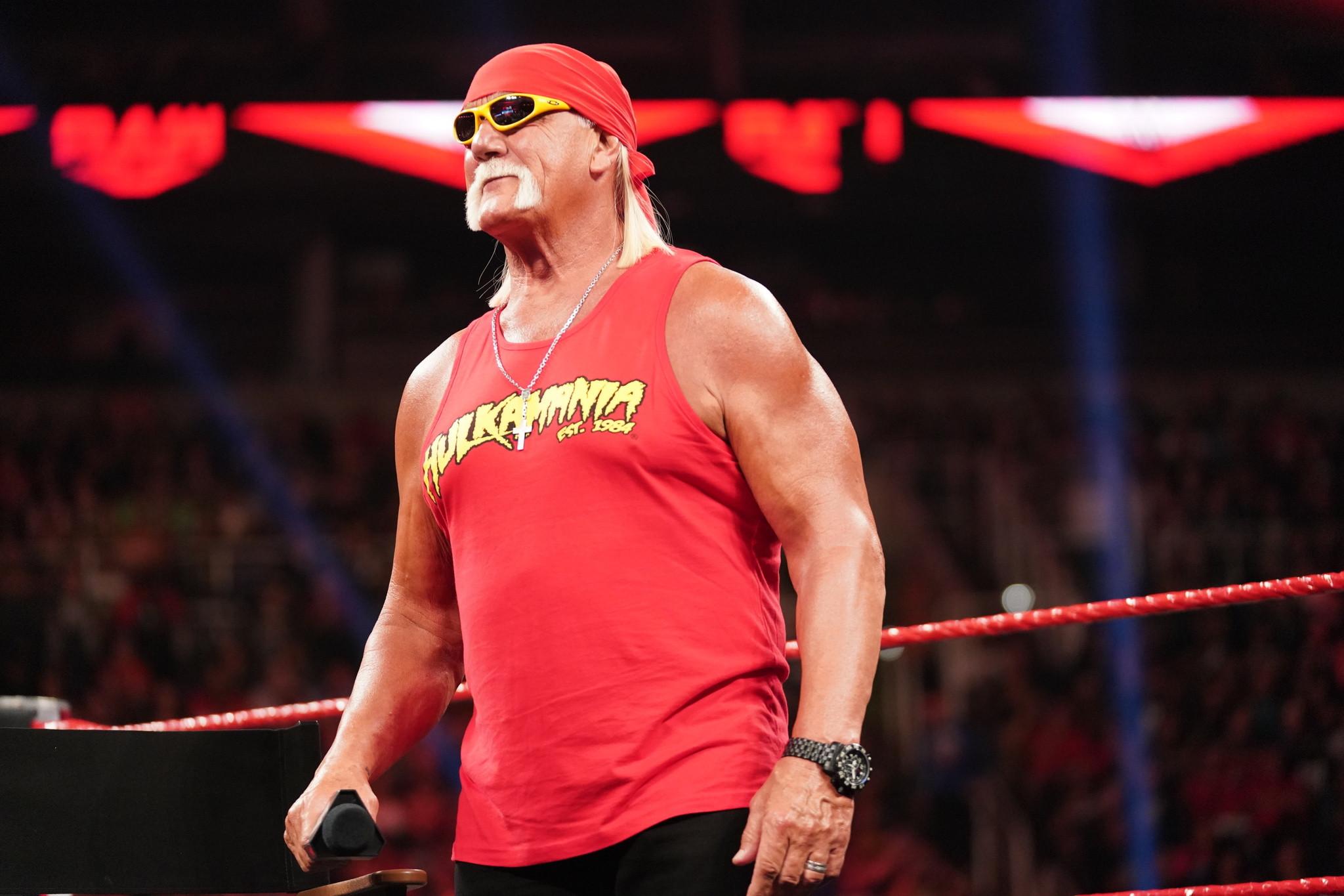 Hulk Hogan e Logan Paul foram fortemente vaiados na WrestleMania 37