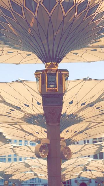 خلفية هاتف تصوير مظلات المسجد النبوي صورة إحترافية