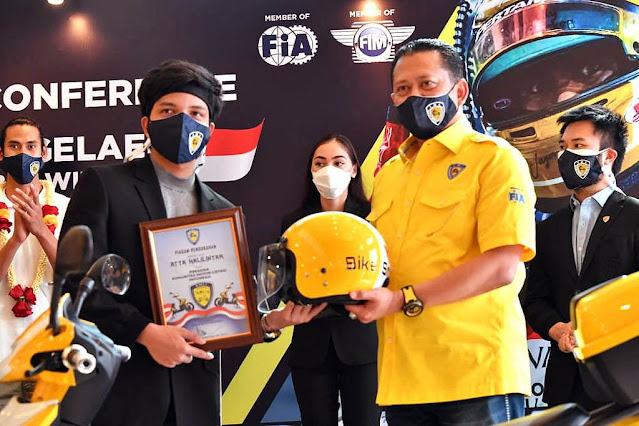 Atta Halilintar Dikukuhkan Sebagai Presiden Komunitas Motor Listrik Indonesia (KMLI)