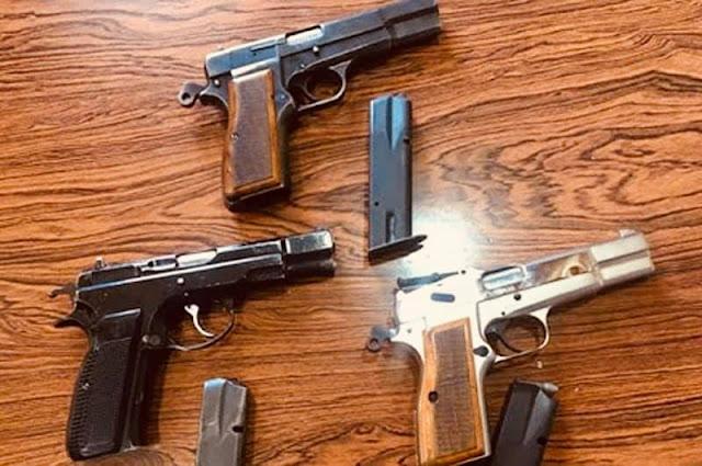 حجز 3مسدسات وقبضة خاصة ببندقية صيد ومجموعة من الخرطوشات النارية الخاصة بالقنص داخل منزل قنصل شرفي بالبيضاء ✍️👇👇👇