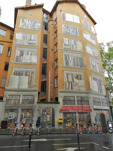 La bibliothèque de la cité street art a Lione
