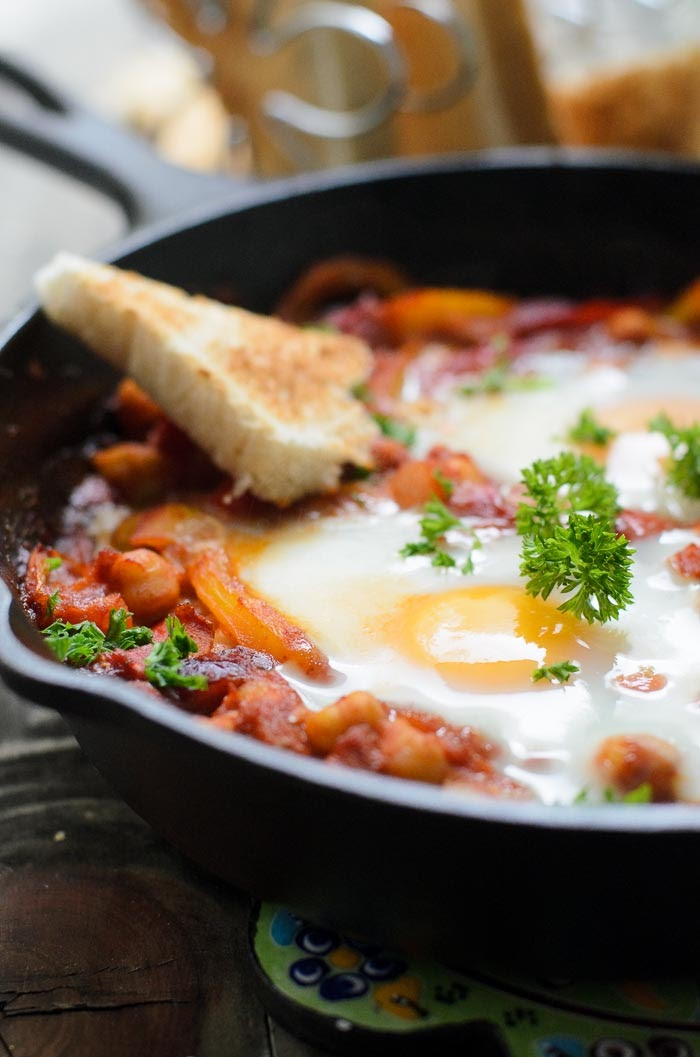 Easy vegetarian shakshuka for light lunch