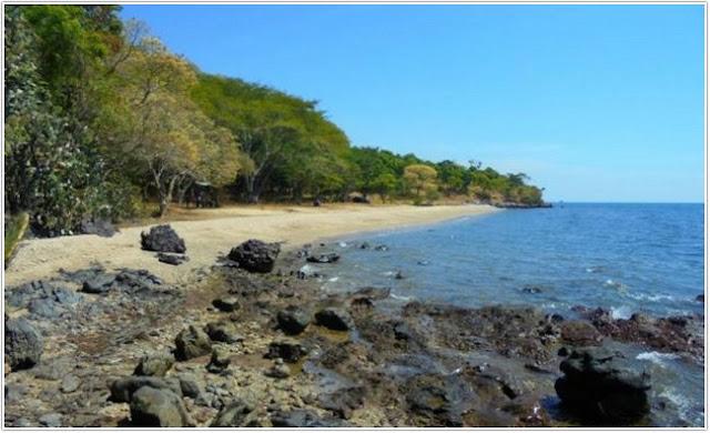 Pantai Tampora;10 Top Destinasi Wisata Situbondo;