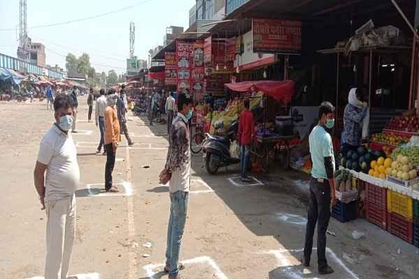 faridabad-administration-advised-shopkeeper-customer-line-derh-meter-gap
