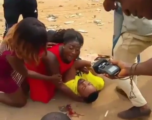 nigerian plays dead proposes girlfriend