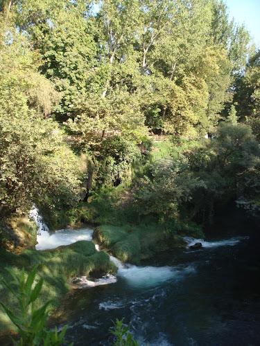 Yeşillikler içindeki Antalya Düden şelalesi