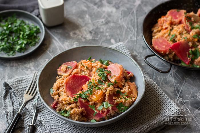 Kaszotto z pieczonymi burakami i pomidorami