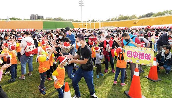 彰化縣幼兒園親子運動嘉年華 縣立體育場娃娃兵上場