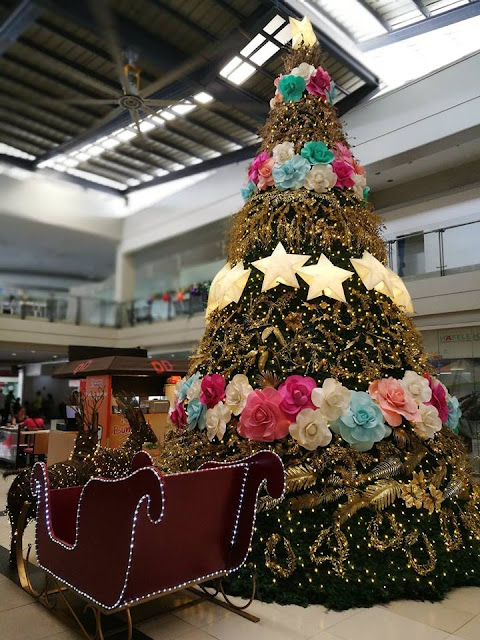 Christmas Tree in Insular Square Mall