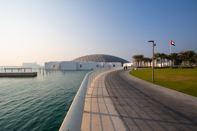 Vista dall'esterno dell'Abu Dhabi Louvre-Cultural district-Abu Dhabi