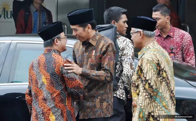 Haris Rusly: Jokowi Membahayakan Rakyat, NU dan Muhammadiyah Usul Tunda Pilkada tapi Dilepehin Istana