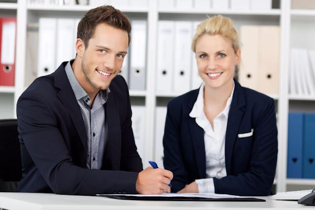 اوسبيلدونغ موظف اداري مكتبي راتب 2300 يورو