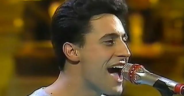 Un giovanissimo Giorgio Vanni sul palco di Sanremo 1992 insieme ai Tomato