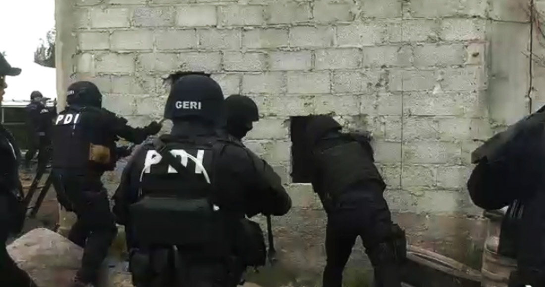 """VIDEO: """"¡Marros, marros!"""" Policías de CdMx rompen pared para detener a integrantes de """"Los Rodolfos"""" en Xochimilco"""