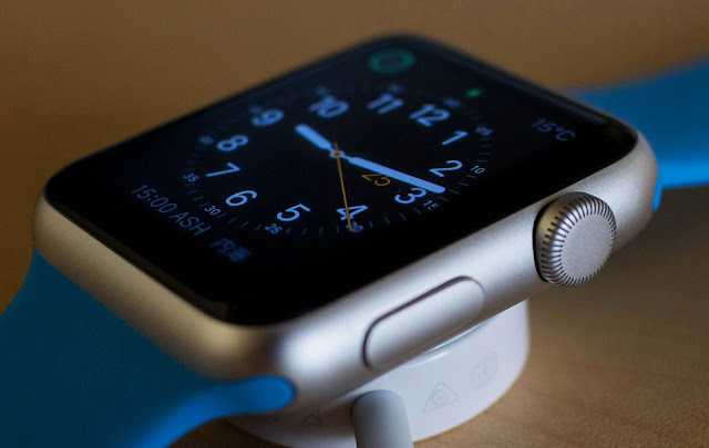 With the advent of Apple Watch Series 4 and also Google's redesigned Wear OS stage, this is an excellent season to provide the present of smart-watches.