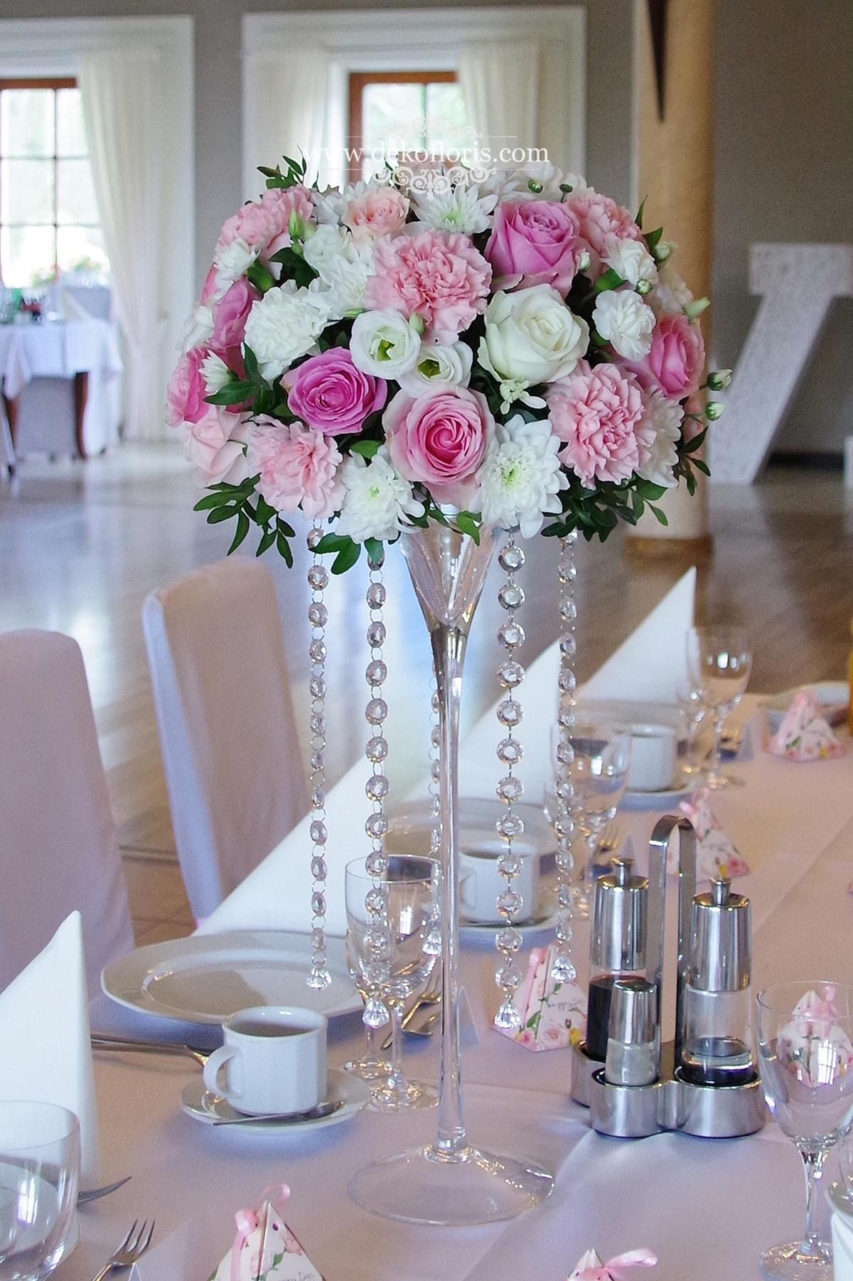 Różowe dekoracje kwiatowe na weselu w Markus Kolonowskie kwiatowe martini