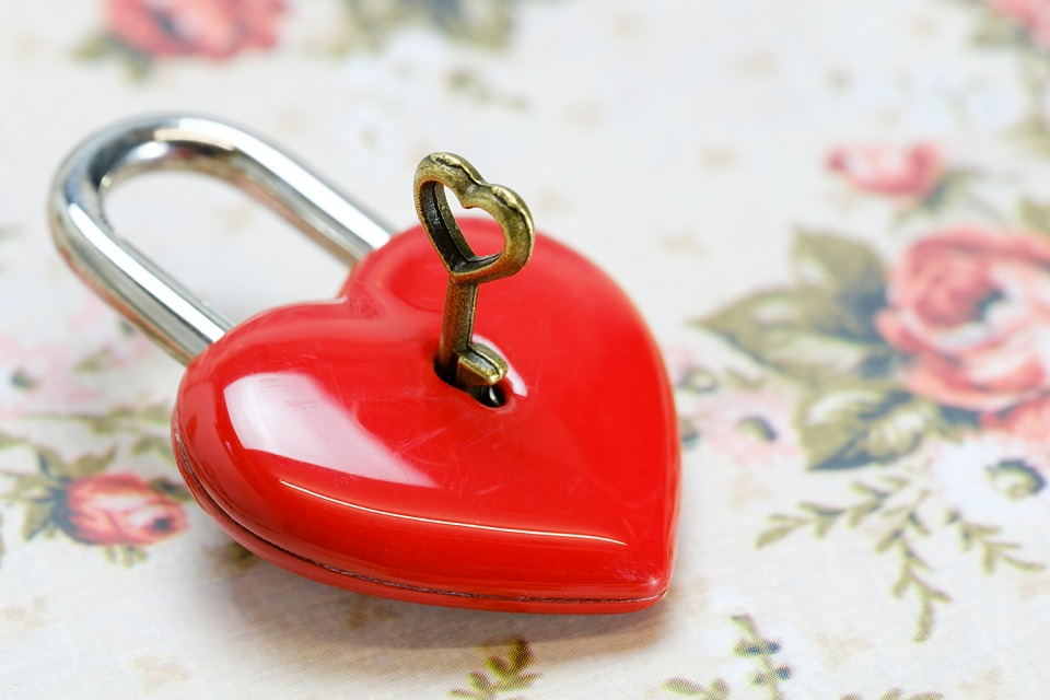 key-to-lock- love-in-a-heart to keep romance alive
