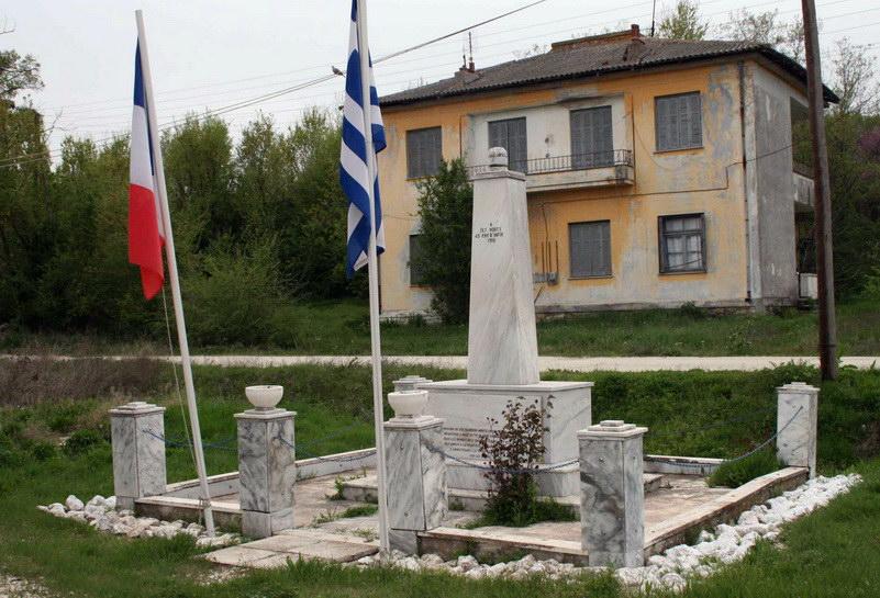 Το Μνημείο των Γάλλων στρατιωτών στο Σιδηροδρομικό Σταθμό Πυθίου Διδυμοτείχου